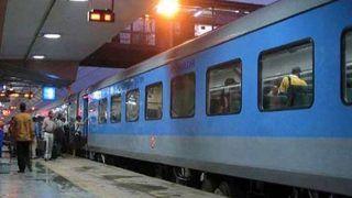 तेजस के बाद अब देश की 150 ट्रेनों और 50 रेलवे स्टशनों को प्राइवेट सेक्टर को देने में जुटी सरकार