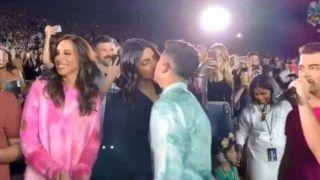 बीच कॉन्सर्ट में प्रियंका चोपड़ा ने Hubby निक जोनास को किया KISS, वायरल हुआ क्यूट VIDEO
