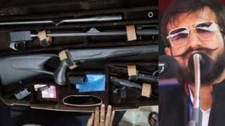 बाहुबली के मुख्तार अंसारी के 'शूटर' बेटे के यहां मिले करोड़ों रुपए के विदेशी हथियार