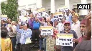 पीएमसी बैंक घोटाला: प्रदर्शन के दौरान कई जमाकर्ता बीमार, 'साडा हक ऐथे रख' के लगाए नारे