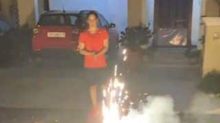 Did Saina Nehwal Get Trolled or Roasted by The Fans for Bursting Crackers on Diwali? Find Out Here