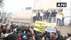 छात्रों के विरोध-प्रदर्शन के आगे झुका जेएनयू प्रशासन, फीस बढ़ोत्तरी का फैसला वापस