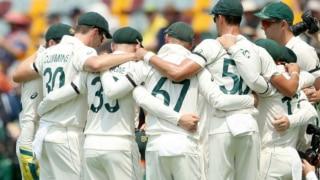 गाबा टेस्ट में काली पट्टी बांधकर उतरे ऑस्ट्रेलियाई खिलाड़ी, जानें क्या है कारण