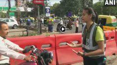 VIDEO: सड़कों पर डांस करते हुए एमबीए छात्रा लोगों को सिखा रही ट्रैफिक रूल्स