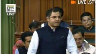 BJP MP प्रवेश वर्मा का हमला, कहा- पहले सिर्फ मुख्यमंत्री खांसते थे, आज पूरी दिल्ली खांस रही