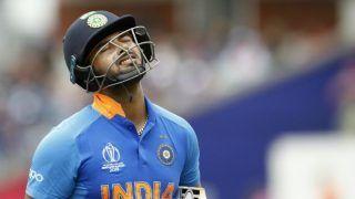 महेंद्र सिंह धोनी की जगह लेने की कोशिश में खुद पर दबाव डाल रहे हैं रिषभ पंत: प्रसाद