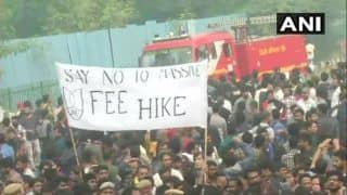 JNU Students Union Protest Over Fee Hike & Other Issues Outside Campus