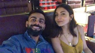 विराट कोहली ने रात में 'हॉटी' अनुष्का शर्मा के साथ देखी मूवी, फोटो वायरल