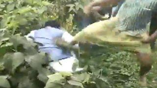 VIDEO: टीएमसी कार्यकर्ताओं ने भाजपा उपाध्यक्ष की लात-घूंसों से की पिटाई, गड्ढे में फेंका