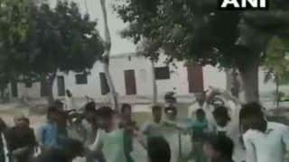 छात्र लड़कियों से कर रहे थे छेड़छाड़, टीचर ने रोका तो किया यह बुरा हाल.. देखें VIDEO