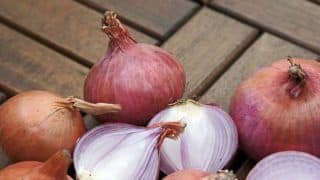 This Shop in Tamil Nadu is Offering 1 Kg Free Onions on Purchase of Smartphone