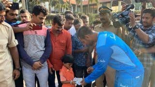 West Indies Cricketer Denesh Ramdin Presents Four-Year-Old Indian Fan With Match Tickets, Wins Hearts