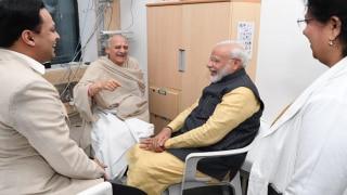 प्रधानमंत्री नरेंद्र मोदी ने की पुणे के अस्पताल में अरुण शौरी से मुलाकात, देखें Video