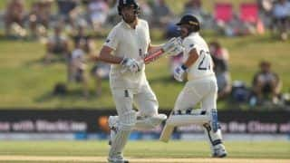 SA vs ENG 1st Test Report: Rory Burns Gritty Half-Century Keeps England's Hope Alive in 376 Chase vs South Africa on Day 3