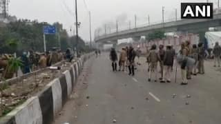 Fresh Protest Over CAA Erupts in Delhi's Seelampur, Police Resort to Lathi-charge, Tear Gas to Disperse Crowd