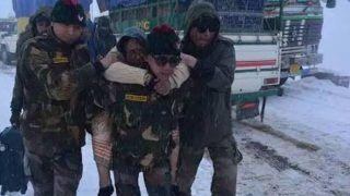 सिक्किम में भारी बर्फबारी के चलते फंसे 1700 पर्यटकों को भारतीय सेना ने बचाया
