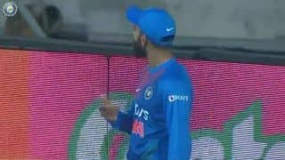 Video virat kohli reacts on fans booing rishabh pant after droping catch
