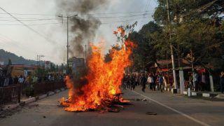 बंगाल : नागरिकता संशोधन अधिनियम विरोधी प्रदर्शनकारियों ने रेलवे स्टेशनों में लगाई आग