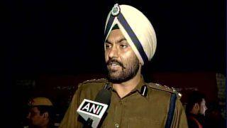 दिल्ली पुलिस ने स्वाति मालीवाल से जंतर-मंतर खाली करने का किया अनुरोध, बलात्कारियो को फांसी की है मांग