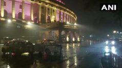 पहाड़ों पर बर्फबारी के बीच दिल्ली-एनसीआर में जोरदार बारिश, हवाई सेवाओं पर भी असर