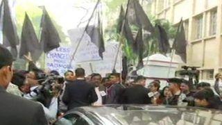 Jadavpur University Students Block Bengal Governor's Car, Show Black Flags
