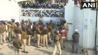 लखनऊ पहुंची हिंसा की आंच, CAB के विरोध में नदवा कॉलेज में 2000 छात्र मौजूद, पुलिस पर फेंके पत्थर