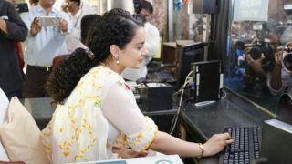 रेलवे स्टेशन पर टिकट बेचने कोमजबूर हुईंकंगना, फैन्स बोले- धंधे के लिए सब करना पड़ता है