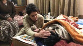 प्रियंका गांधी से मिलकर रोने लगीं पूर्व IPS एसआर दारापुरी की पत्नी, वायरल हुआ वीडियो
