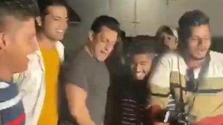 जब मीडिया के साथ सलमान ने लगाए 'मुन्ना बदनाम' पर ठुमके, VIDEO देख कर बोले लोग- 'भाईजान, ज़रा...'