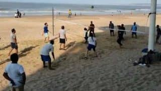 Akshay Kumar Plays Volleyball During Morning Exercise at Beach, Video Goes Viral