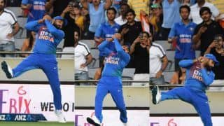 Rohit sharma takes a stunner to dismiss dangerous looking martin guptill 3920101