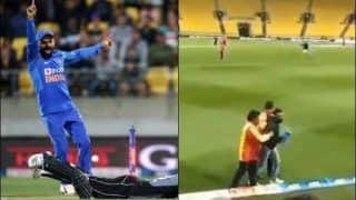 Ind vs NZ: Fans Breach Security to Meet Virat Kohli at Wellington During 4th T20I | WATCH VIDEO