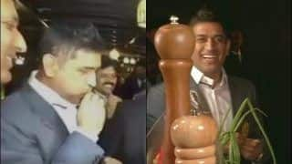 MS Dhoni Tries to Whistle Using Spring Onions at an Event in Ranchi Alongside Jharkhand CM Hemant Soren | WATCH VIDEO