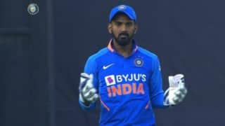 Rishabh pant got a concussion after being hit on his helmet while batting l rahul takes over as wicket keeper 3909539