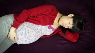 Are You Pregnant? Sleep Better With These Natural Remedies And Avoid Complications