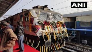 Gujarat CM Vijay Rupani Flags Off Ahmedabad-Mumbai Tejas Express, Commercial Run From January 19