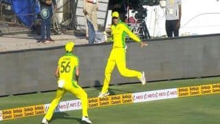 Mitchell Starc-Ashton Agar Tag Team to Take Brilliant Catch to Dismiss India Captain Virat Kohli During 2nd ODI at Rajkot Off Adam Zampa | WATCH VIDEO