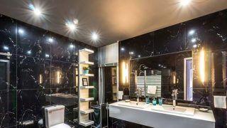 Bathroom Tips: बाथरूम से आती है गंदी बदबू? कहीं आप भी तो नहीं करते ये गलतियां