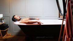 सैफ अली खान पर चढ़ा 'जवानी जानेमन' का असर, बाथटब में दिया ऐसा पोज़