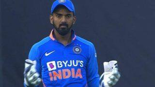 India vs Australia, 1st ODI: MS Dhoni Becomes Top Trend After India's Humiliating Loss; Wankhede Crowd Chants Dhoni's Name After KL Rahul's Missed Catch of Warner
