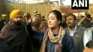 VIRAL VIDEO : अलका लांबा ने AAP कार्यकर्ता को जड़ा थप्पड़, संजय सिंह बोले - 'EC से करेंगे शिकायत'