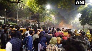 Delhi Violence: 'Concerned Citizens' Gherao Arvind Kejriwal's Residence, Seek Action Against Perpetrators