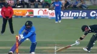 Ind vs NZ: KL Rahul Makes Mistake, Misses Runout of Henry Nicholls During 3rd ODI at Bay Oval, Mount Maunganui   WATCH VIDEO