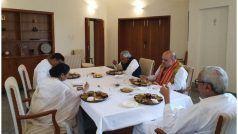 ओडिशा के CM नवीन पटनायक के आवास पर भोज में साथ शामिल हुए अमित शाह-ममता बनर्जी