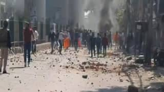 दिल्ली में भारी बवाल के बाद कई जगह आगजनी, मुख्यमंत्री और गवर्नर ने लोगों से की शांति बनाए रखने की अपील