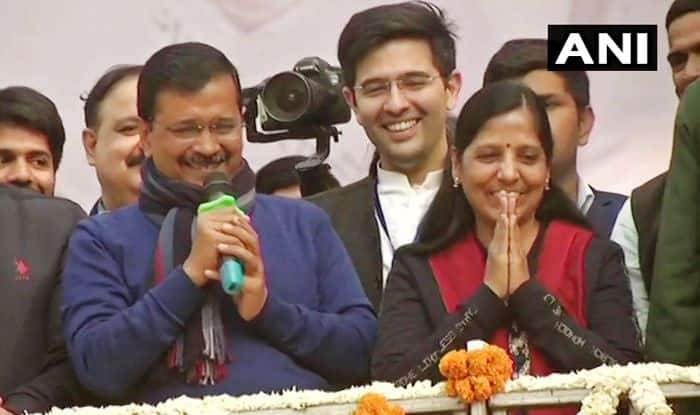 Image result for arvind sunita kejriwal flying kiss
