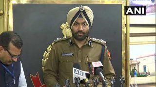 Delhi violence में अब तक 106 लोग गिरफ्तार, 18 FIR दर्ज, दिल्ली पुलिस ने हेल्पलाइन नं. जारी किए