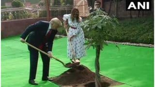 डोनाल्ड ट्रंप और मेलानिया नेराजघाट परपौधा रोपा, कहा- हम महात्मा गांधी के विज़नके साथ