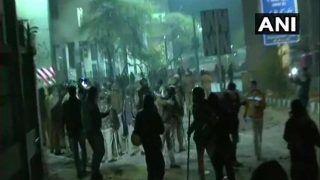 Jamia Violence: दिल्ली पुलिस ने 10 छात्रों को नोटिस दिए, कहा- पूछताछ में मौजूद रहो