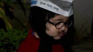 Young AAP Fan Dresses up as Kejriwal; Supporters Upbeat As Counting Proceeds